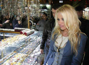 pamela-anderson-in-grand-bazaar