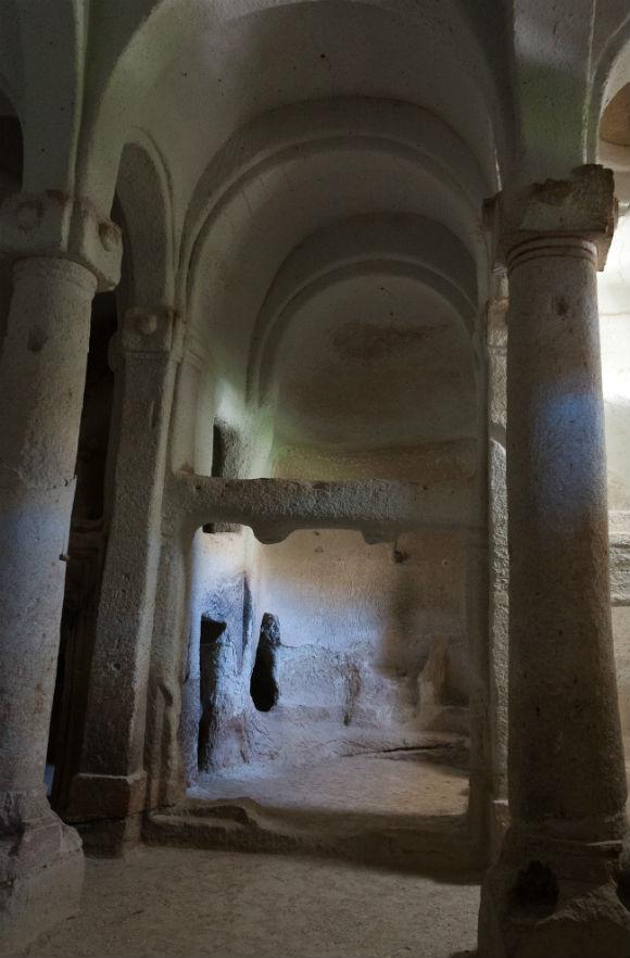 columned-church-direkli-kilise2