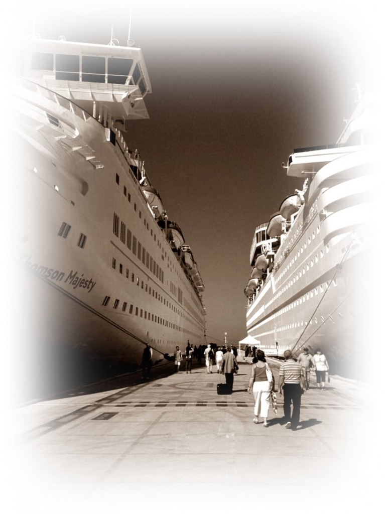 cruise-port-of-kusadasi-20140716-030